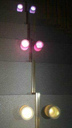 Cerdanya EcoResort: En las escaleras también habian velas