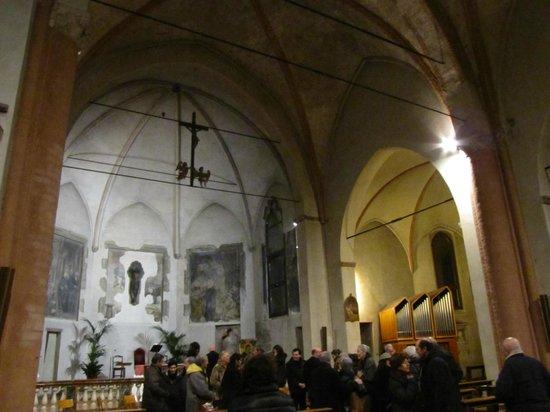 Chiesa di Santa Maria Incoronata: doppia navata 2