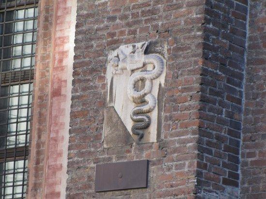 Chiesa di Santa Maria Incoronata: stemma di Milano