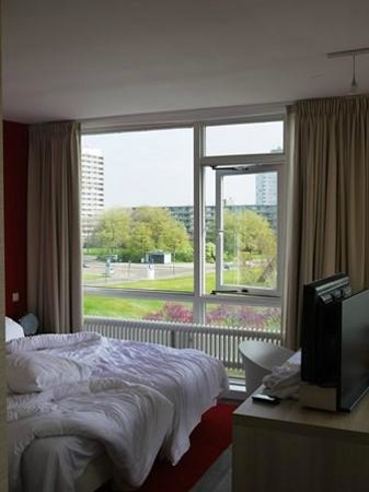 Delta Hotel Rotterdam: Nautical Room Captain Water View – without balcony