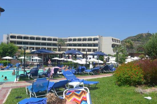 Smartline Cosmopolitan Hotel: vue de la piscine