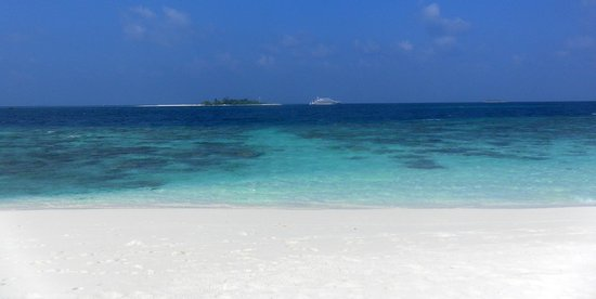 Diamonds Thudufushi : panorama verso l'atollo vicino