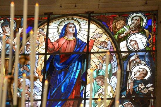 Duomo di Cortona: Una vetrata meravigliosa