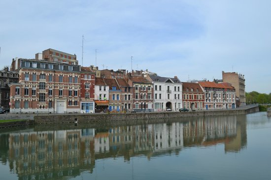 Couvent des Minimes - Alliance Lille : The view across the Quai as you step out of the hotel.
