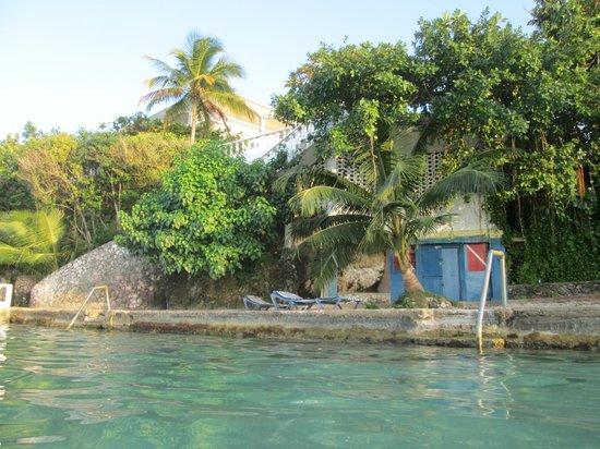 Silver Seas Resort Hotel : beach area