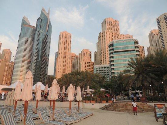 Hilton Dubai Jumeirah : Hotel from the beach area