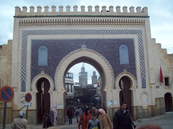 Bab Boujloud: Bab Bou Jeloud - photo from outside the medina
