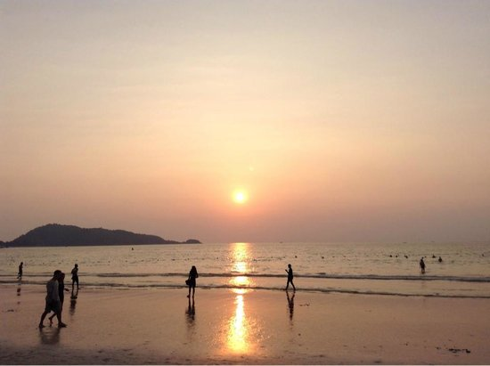 Safari Beach Hotel: Sunset in Patng