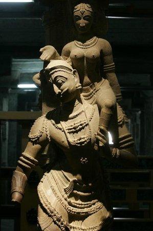Aayiram Kaal Mandapam: Fine details