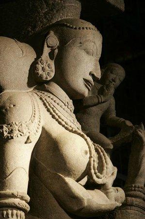 Aayiram Kaal Mandapam: Stone beauty