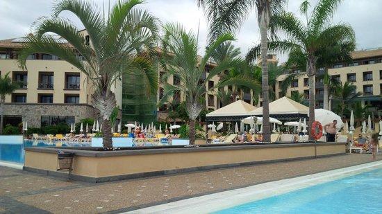 GF Gran Costa Adeje: pool area