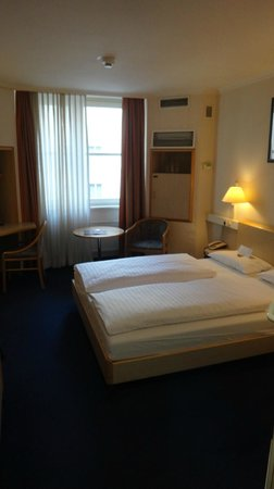 IntercityHotel Frankfurt Airport : 部屋2