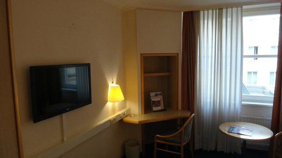 IntercityHotel Frankfurt Airport : 部屋1