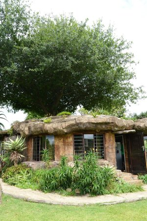 Inkunzi Cave & Zulu Hut: The cave