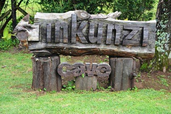 Inkunzi Cave & Zulu Hut: Entrance