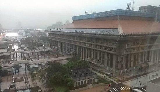 Cosmos Hotel Taipei : 朝の台北駅