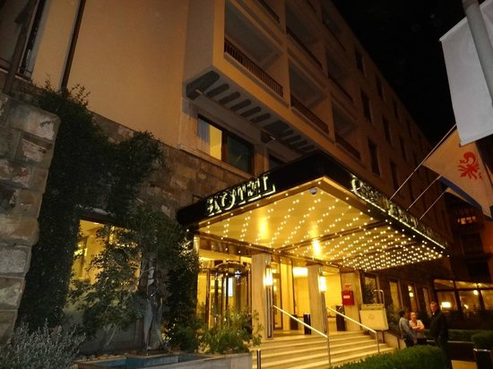 FH Grand Hotel Mediterraneo: Night view of hotel