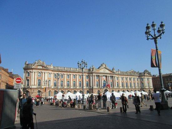 Place du Capitole : Le Capitolium