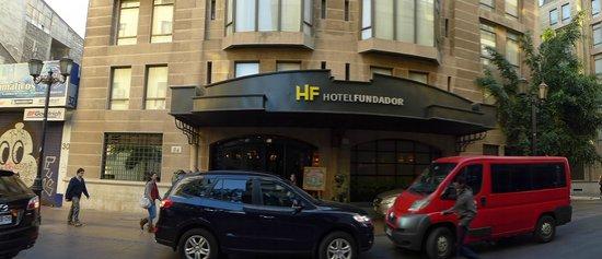 Hotel Fundador : Main entrance on Serrano avenue