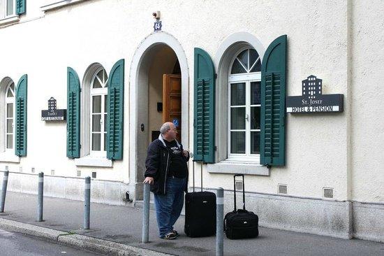 Hotel St. Josef: Спустились от верхней станции фуникулёра не устав
