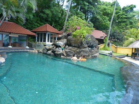 Alang-Alang Boutique Beach Hotel : Hotel pool