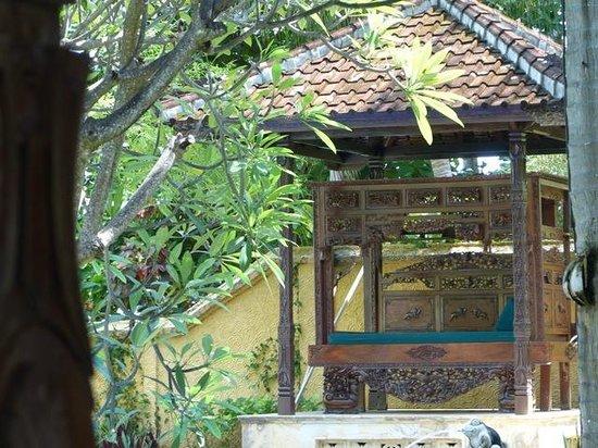 Alang-Alang Boutique Beach Hotel: Villa Garden