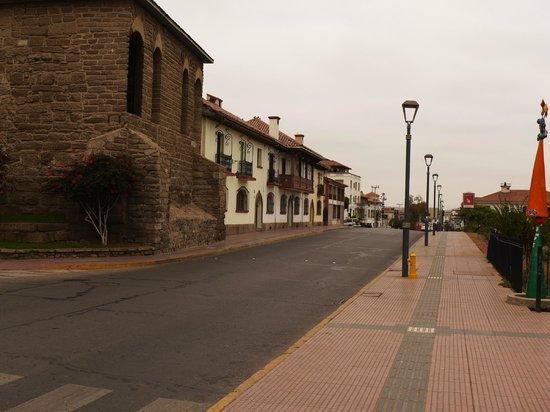 Francisco de Aguirre Hotel: Adjoining main street near hotel