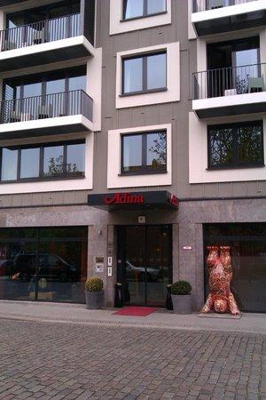 Adina Apartment Hotel Berlin Hauptbahnhof: Front of this brilliant hotel.