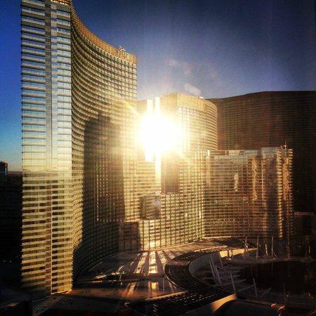 Park MGM Las Vegas : Morning view from 28th Floor (view of Aria)
