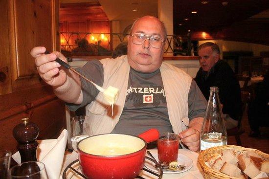 Restaurant Swiss Chuchi: Традиционное сырное фондю - праздник живота!