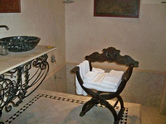 Bellamane, Ryad & Spa: suite romaine, nella vasca si scende, ci sono i gradini, si può anche usare come doccia per due
