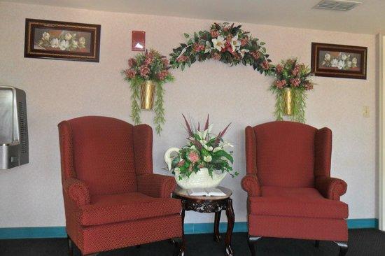 Luxury Inn & Suites : Office area