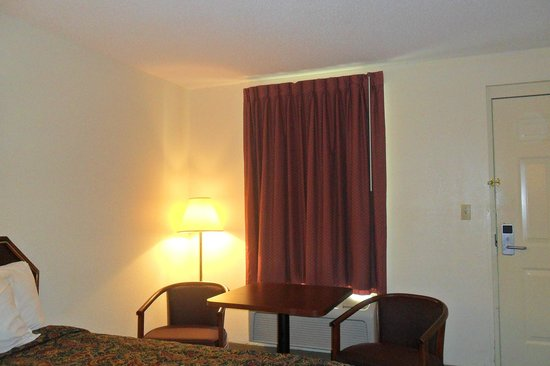 Luxury Inn & Suites: 2-double beds