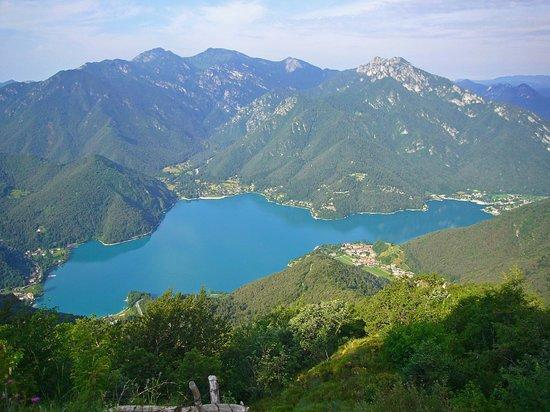 Valle di Ledro : Il lago visto dalla valle di Dromaé