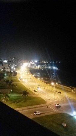 NH Montevideo Columbia: Vista de la habitación
