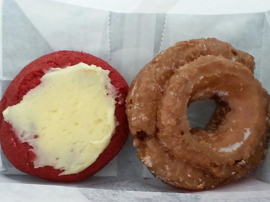 Bill's Donut Shop: Red velvet and sour cream donuts