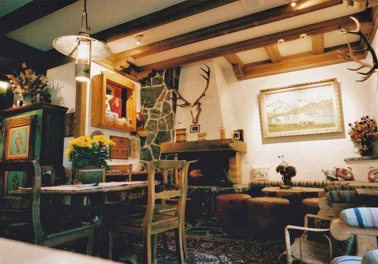 Hotel Alte Post: ロビーは山小屋の雰囲気
