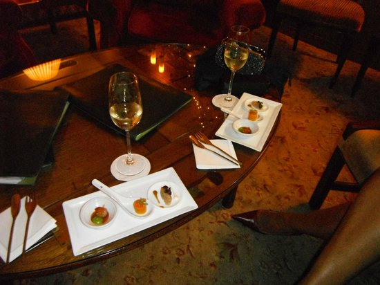 Gidleigh Park Restaurant: Complimentary starter whilst we enjoyed a pre dinner drink in the lounge.