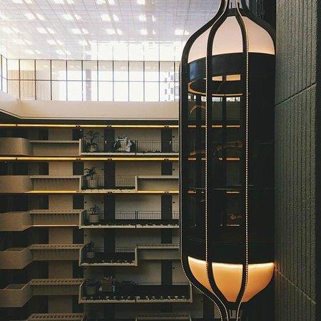 Hyatt Regency Atlanta: Cool elevators