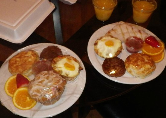 Main Street B & B: Breakfast brought to your door!