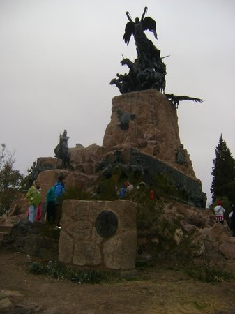 The Hill of Glory (Cerro de la Gloria): Imponente monumento