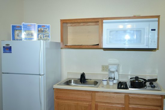 WoodSpring Suites Clarksville Ft. Campbell: in Kitchen