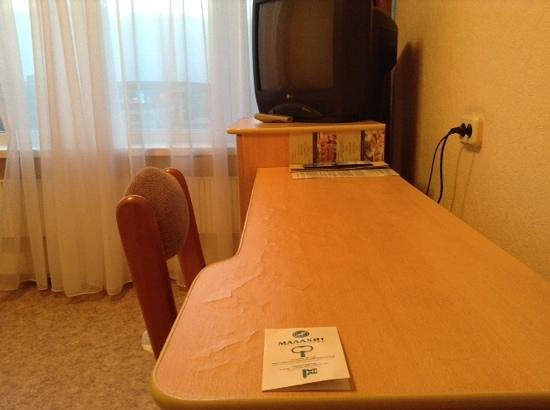 Malahit: потрескавшийся стол в г-не малахит