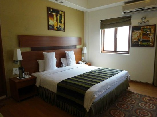 Chateau Windsor Hotel: very comfortable double bed