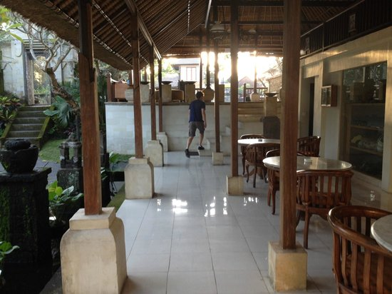 Pertiwi Resort & Spa: Chill out area next to the reception