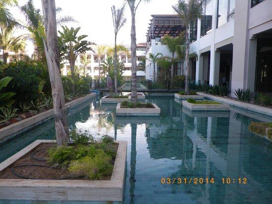Hotel Riu Palace Tikida Agadir : bassin dans le jardin