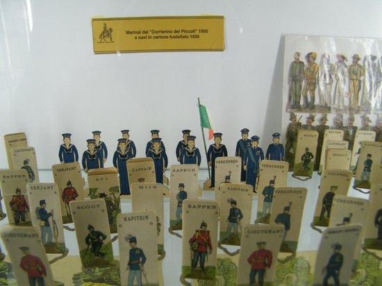 Soldatini in cartone fustellato museo storico del