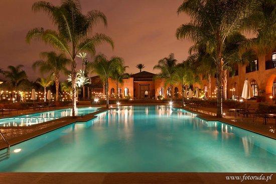 Palais Aziza & Spa : Pool by night