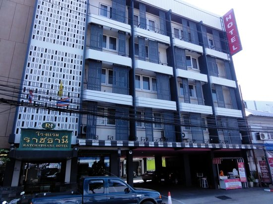 The Ratchathani Hotel and Restaurant: ホテル全体です