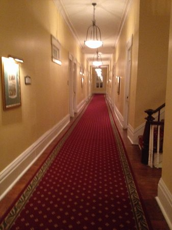 The Marshall House: Hall to the room.